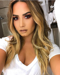 Great-Lenghts_Celebrities_Demi-Lovato
